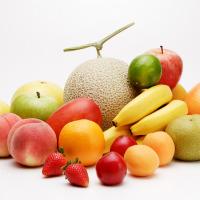 様々な果物いっぱいの写真